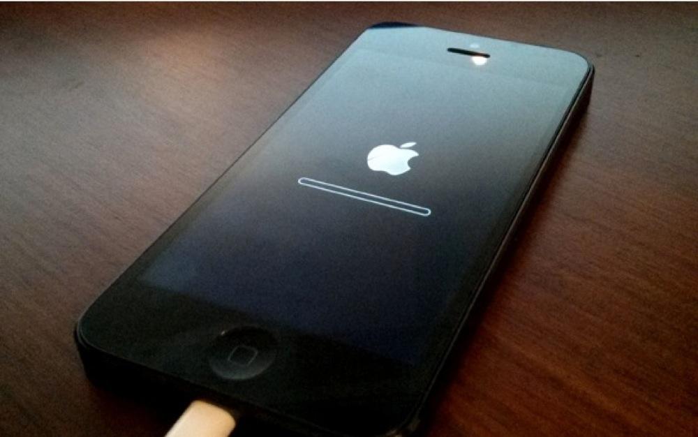 Màn hình iPhone bắt đầu Restore tiêu biểu của iOS 6